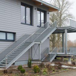 Vordach, Außentreppen und Balkonanlage