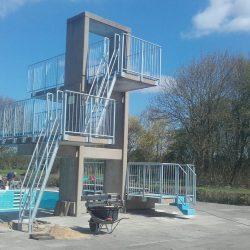Sprungturmanlage Schwimmbad